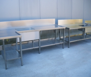 Equipment for galleys, kitchen and laboratories